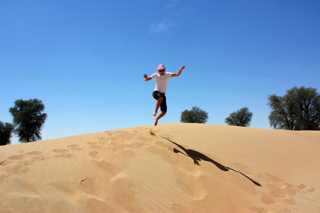 Platinum Heritage - Desert Safari Dubai - Breakfast with a Bedouin - Jumping over sand dunes