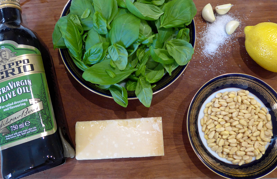 Basil-pesto-ingredients