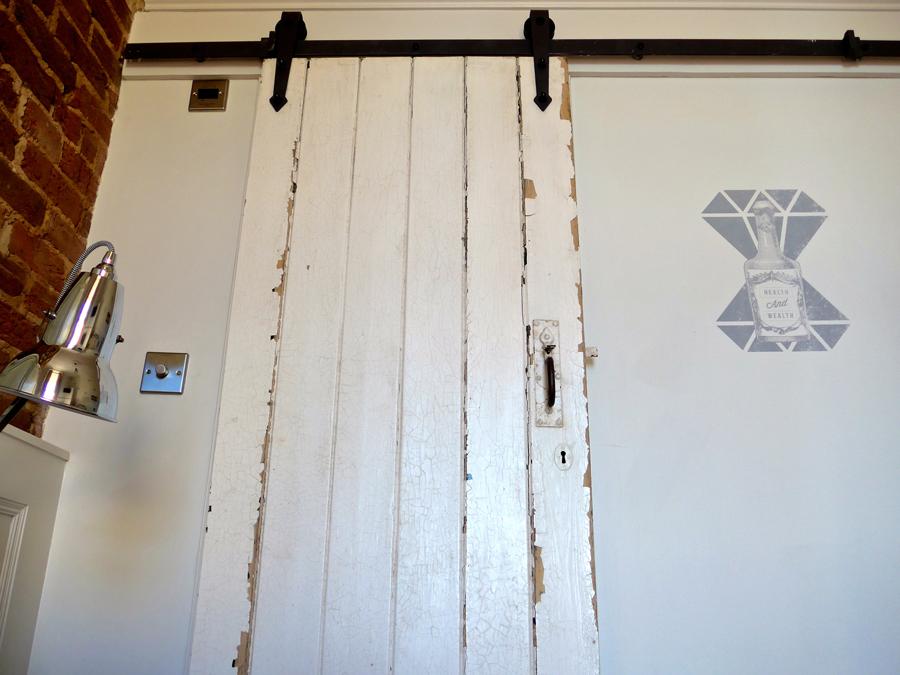artist-residence-brighton-sliding-doors
