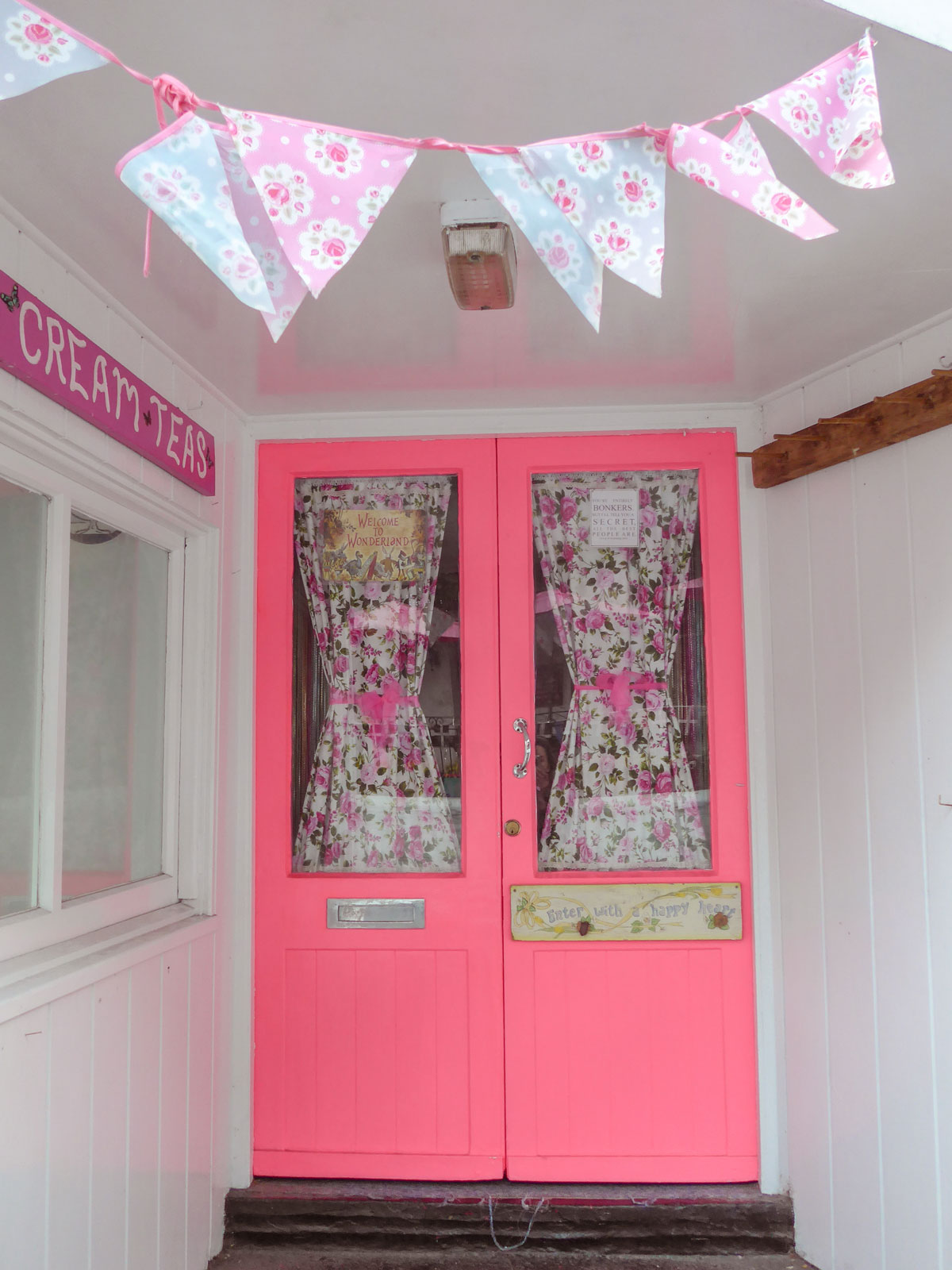 Polperro-Cornwall---Cornish-Cream-Tea---Pink-doors