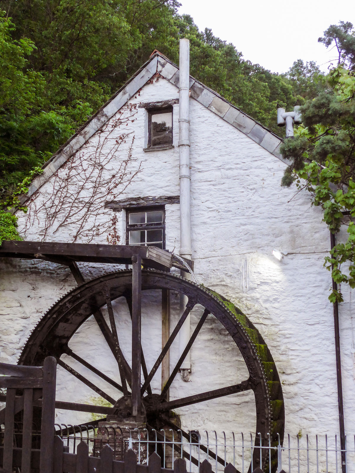 Polperro-Cornwall-The-Crumpehorn-Inn-and-Mill