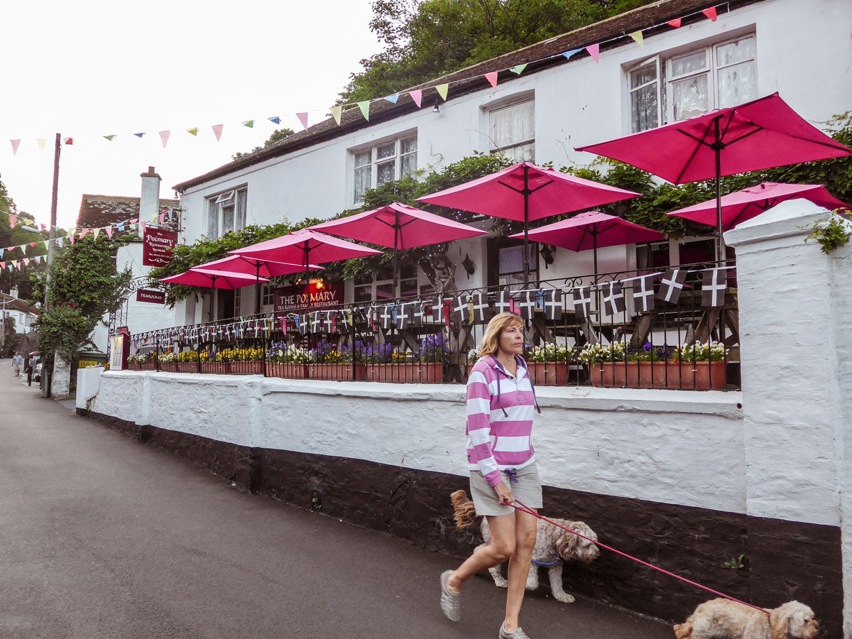 Polperro-pink-restaurants---When-people-match-places