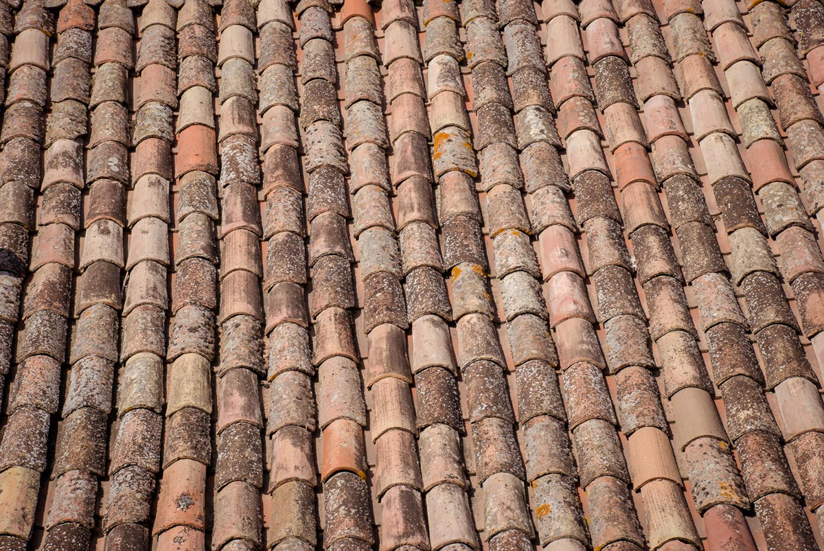 Provence-Villages-South-of-France.-Provence-Luberon.-Bonnieux-hill-village.-Rooftiles.-Textures