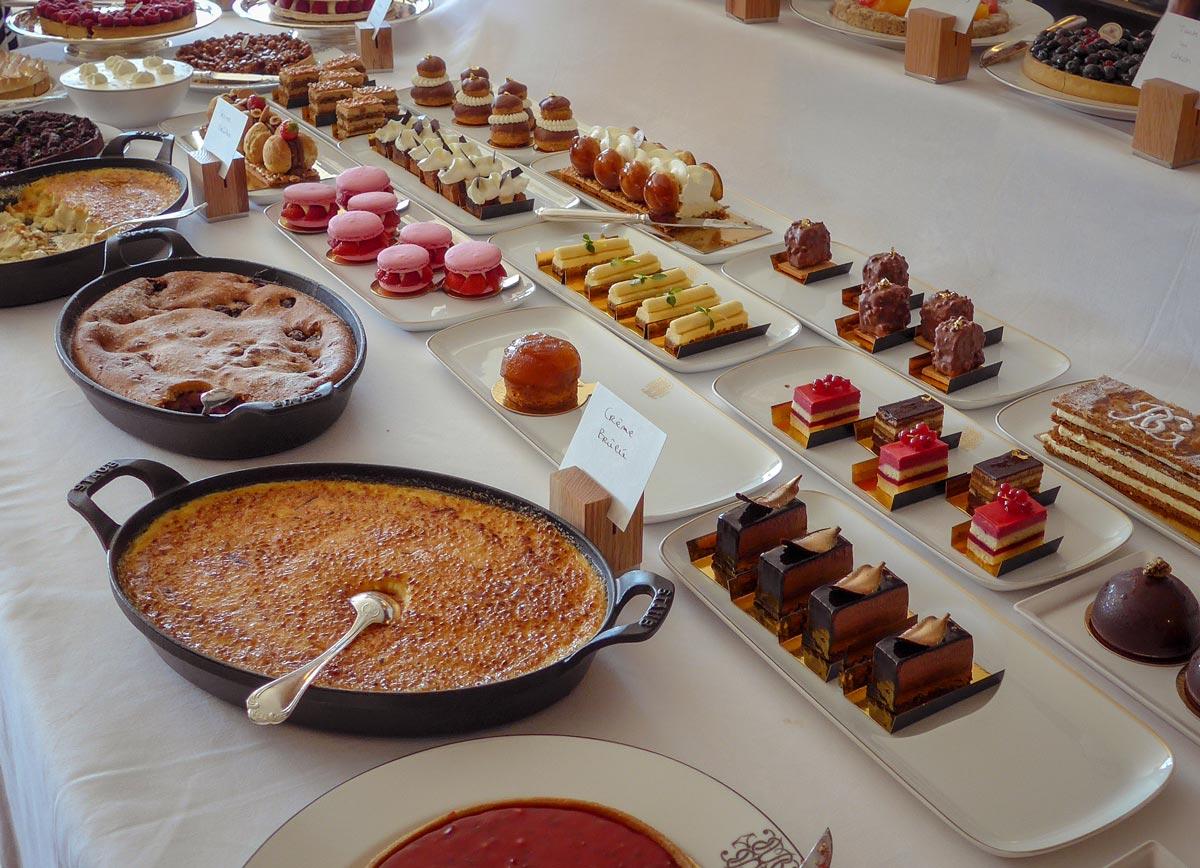 Provence-Villages-South-of-France.-Provence-Luberon.-La-Bastide-de-Gordes---Breakfast---Dessert-Table