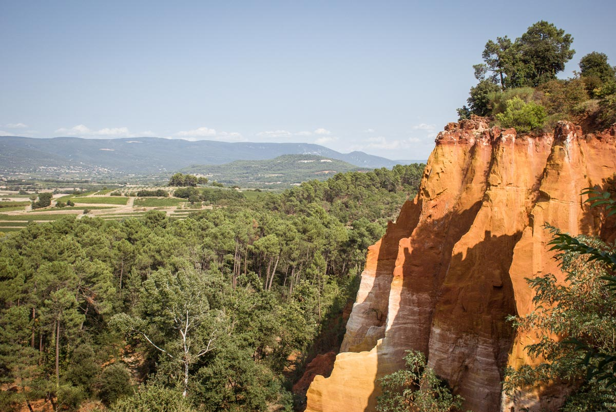 Provence-Villages-South-of-France.-Provence-Luberon.-Roussillon-Red-Cliffs.-Ochre-cliffs
