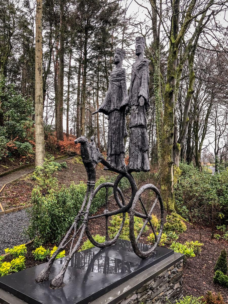 Linthwaite House Hotel Lake District terrace - Bowness-on-Windermere - Leeu Collection - Bronze sculpture