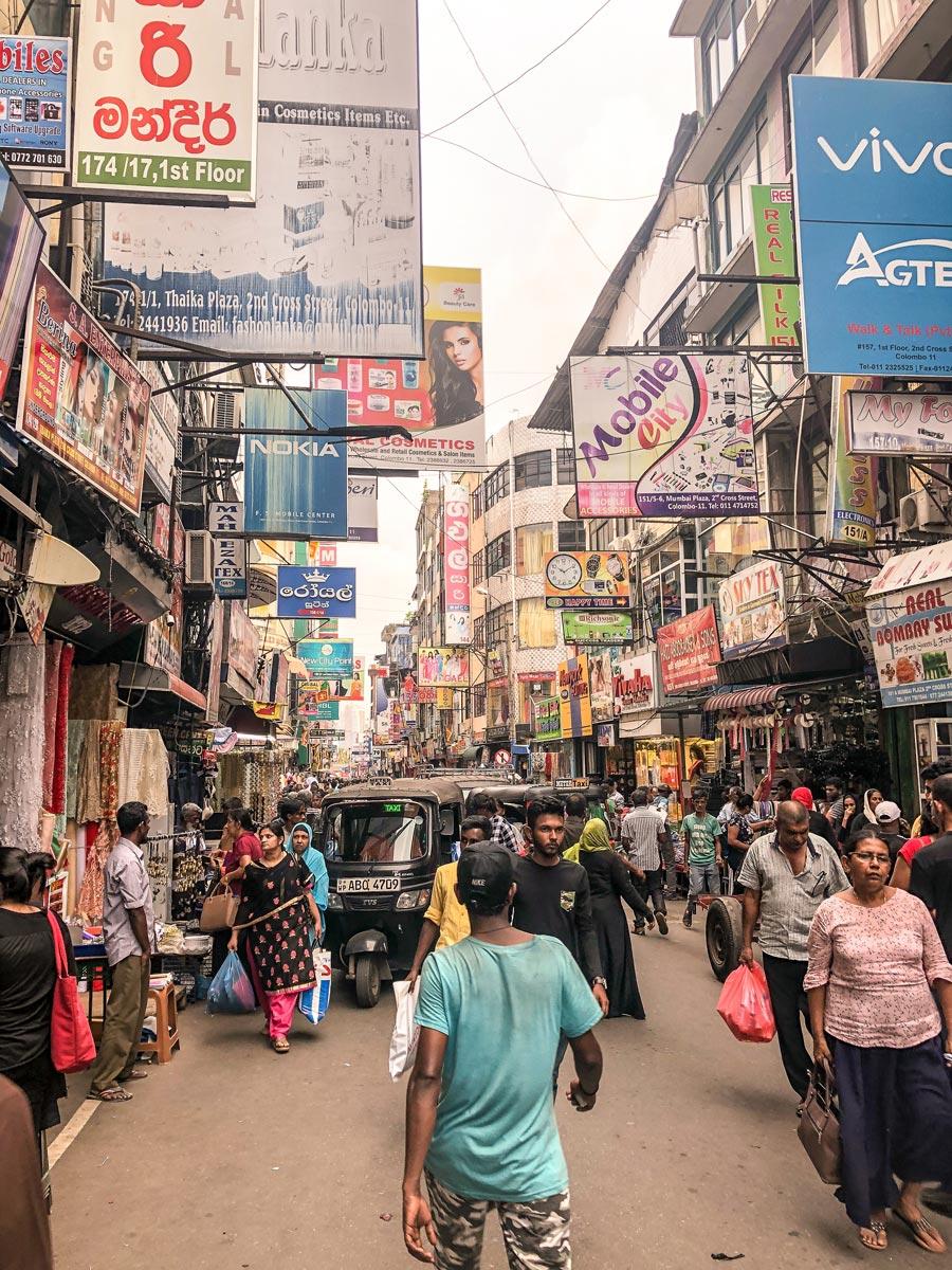 Pettah Market Colombo - Local life Sri Lanka