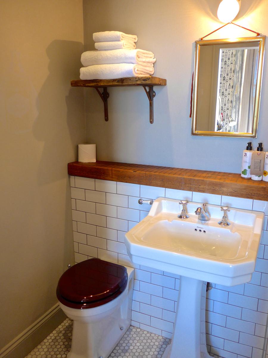 Artist Residence Brighton bathroom