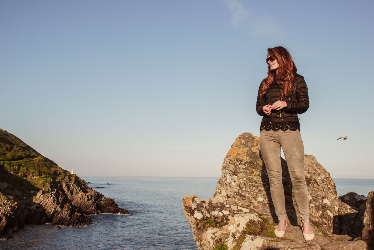 Polperro-Cornwall---Cliffhanging---Standing-on-a-cliff