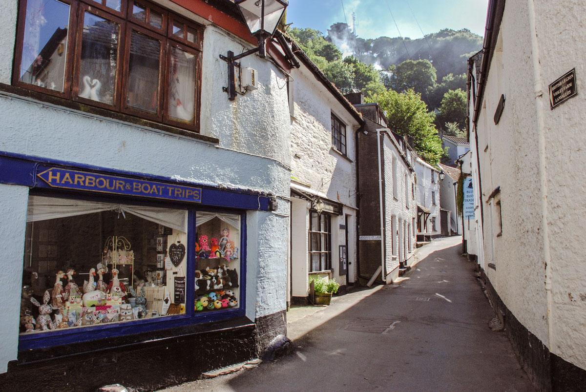 Streets-of-Polperro-Cornwall