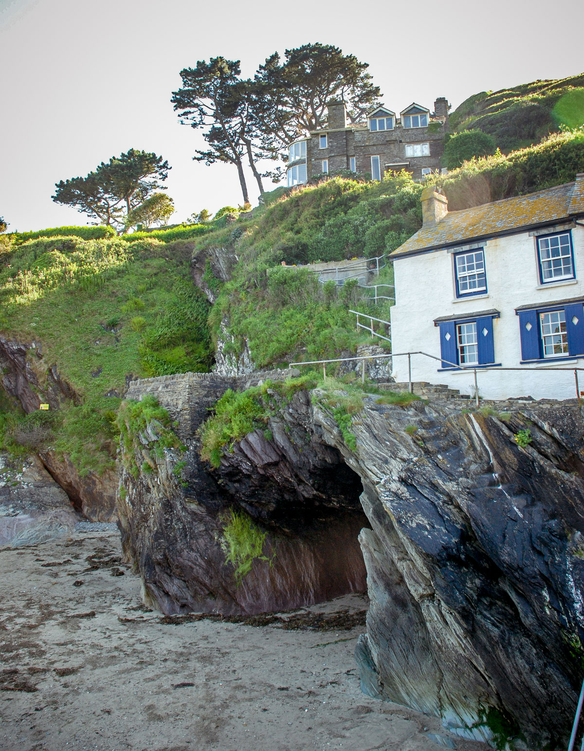 Willy-Wilcox-cave---Smugglers---Polperro-Cornwall-England
