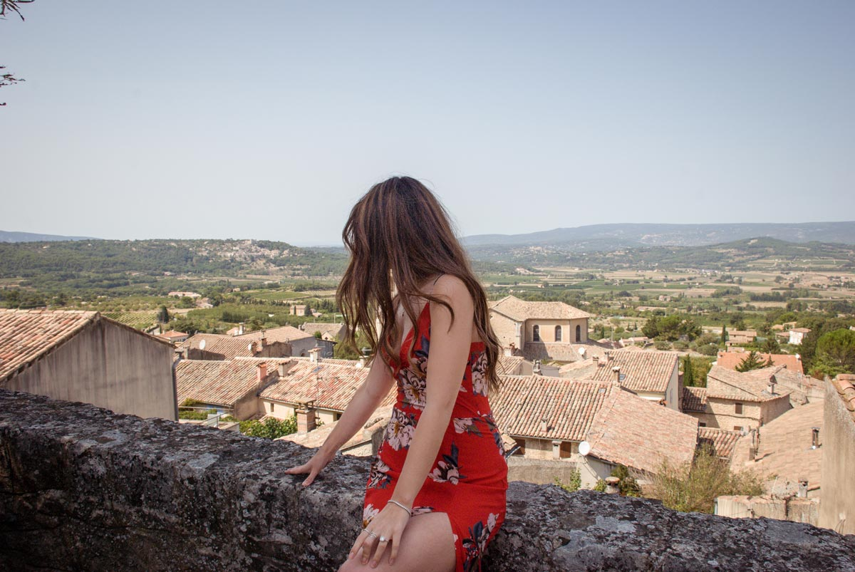 Provence-Villages-South-of-France.-Provence-Luberon.-Bonnieux-hill-village---Enjoying-the-view