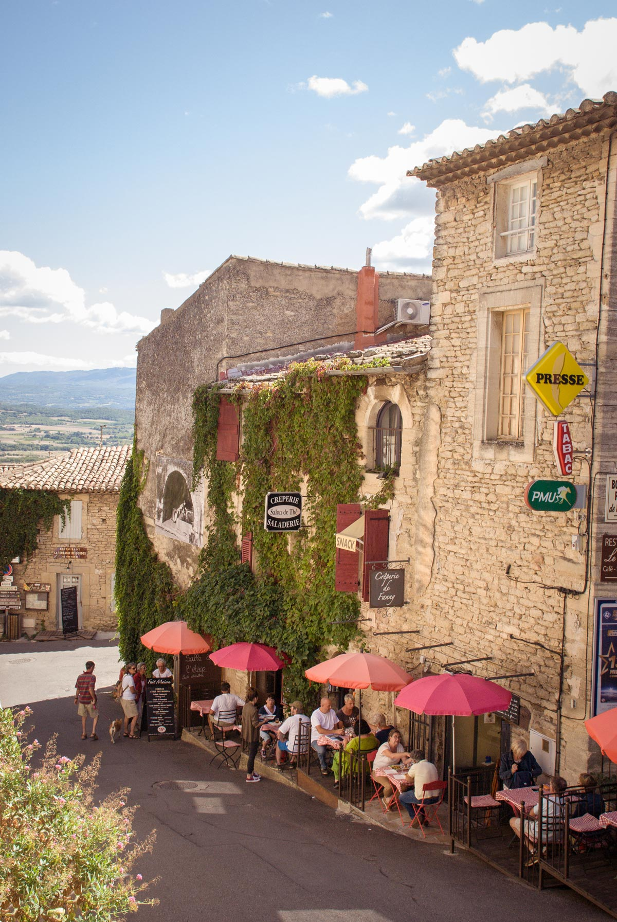 Provence-Villages-South-of-France.-Provence-Luberon.-Gordes-cafes.-Eating-in-Gordes