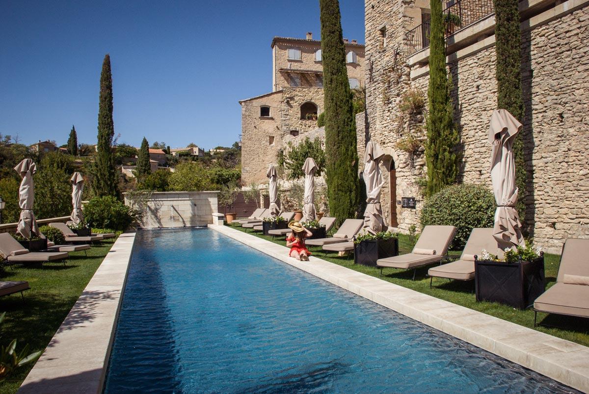 Provence-Villages-South-of-France.-Provence-Luberon.-La-Bastide-de-Gordes-outdoor-pool.-Provence-swimming-pool