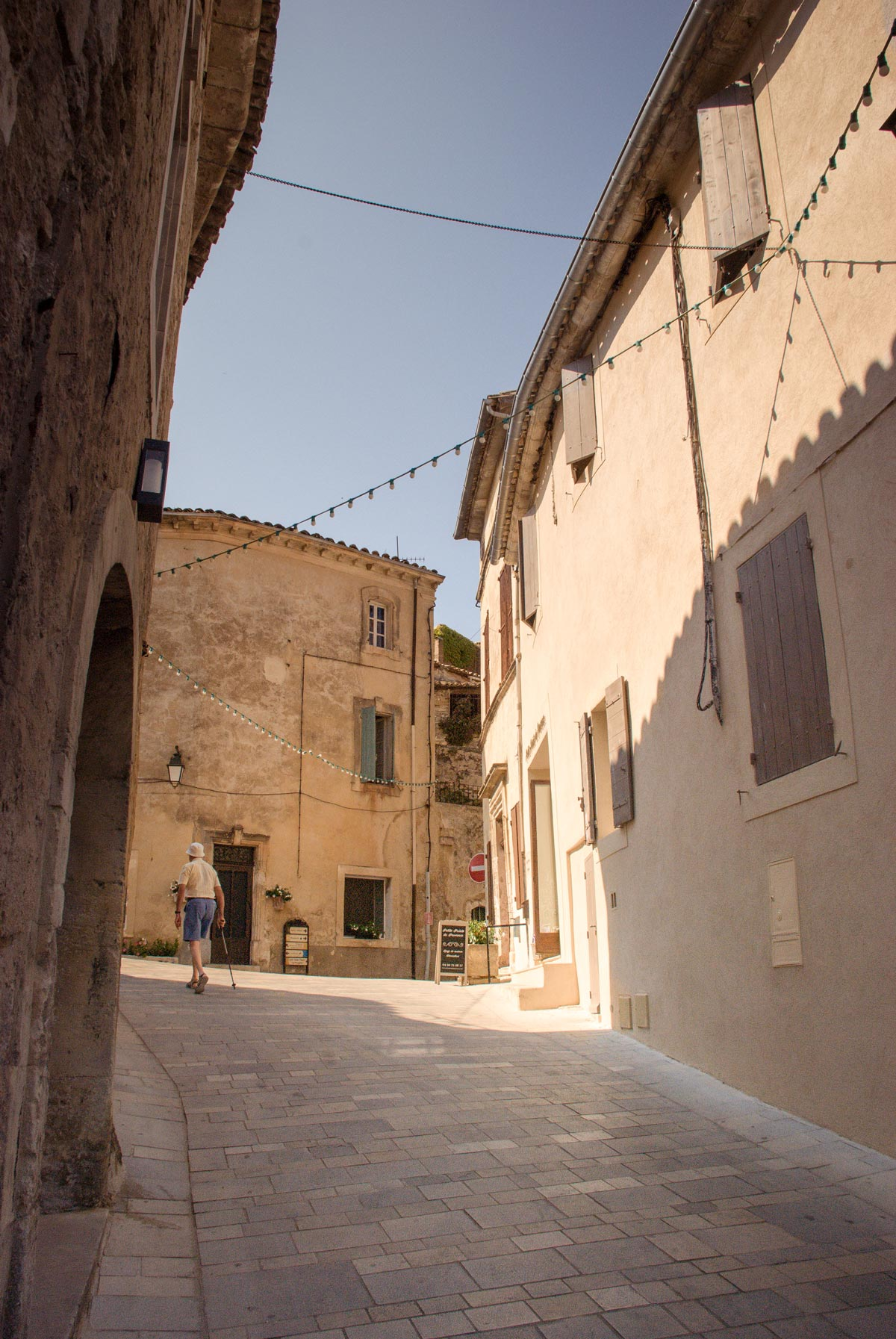 Provence-Villages-South-of-France.-Provence-Luberon.-Menerbes-roads