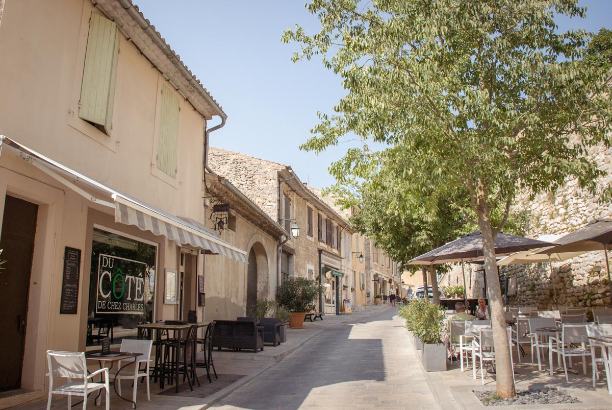 Provence-Villages-South-of-France.-Provence-Luberon.-Menerbes-streets french street cafes