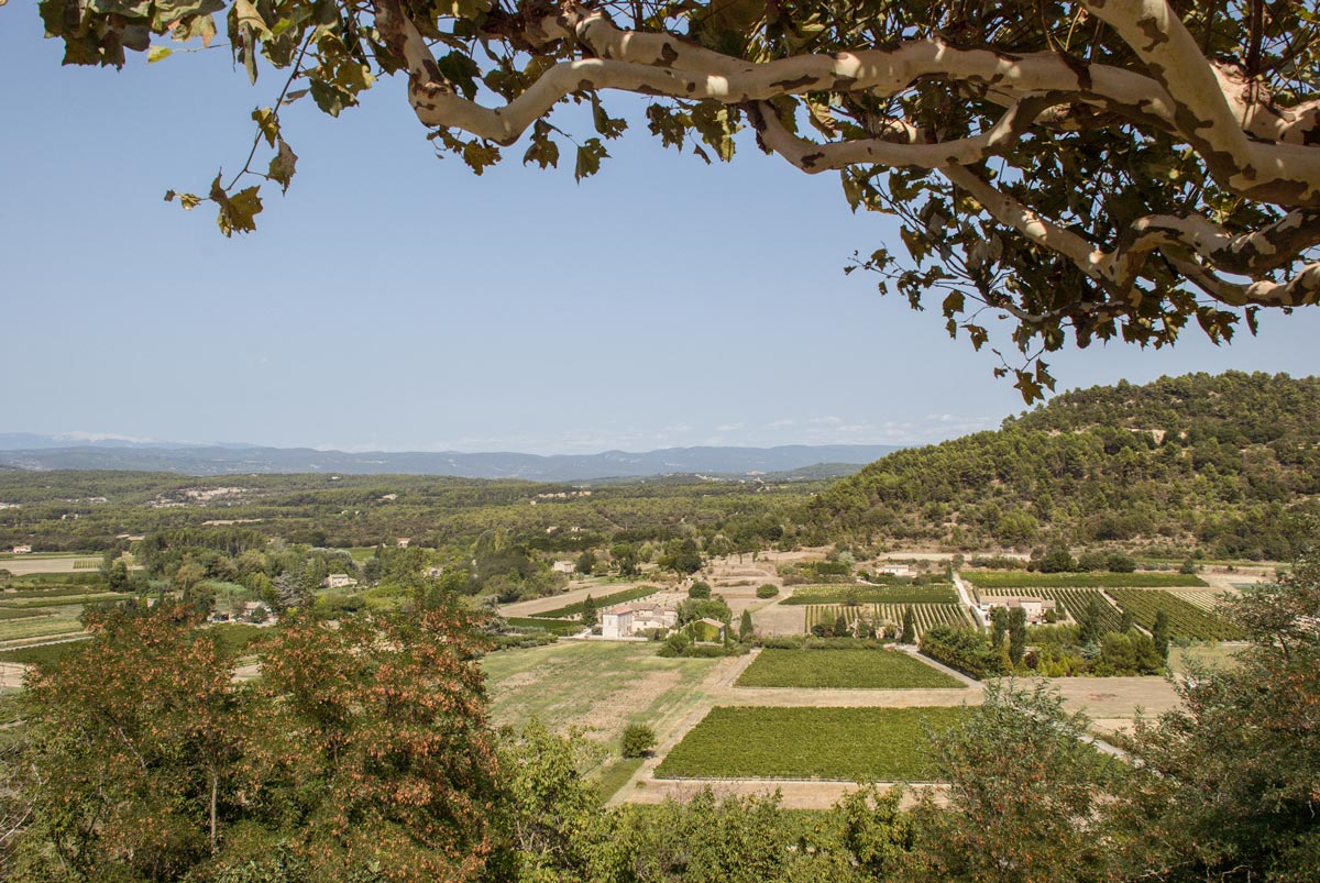 Provence-Villages-South-of-France.-Provence-Luberon.-Menerbes-view