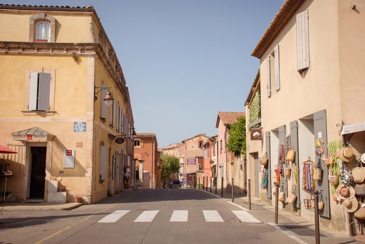 Provence-Villages-South-of-France.-Provence-Luberon.-Roussillon-main-road